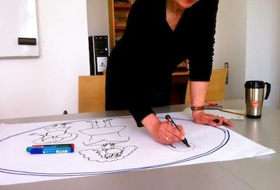 Sabine_Dinkel_Zeichenworkshop_am_Zeichentisch